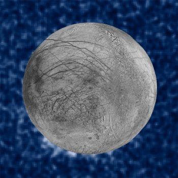 Hubble-teleskoop liket wetterfonteinen op moanne Jupiter te sjen