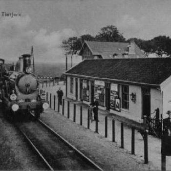 Histoarysk stasjon Tytsjerk foar efkes werom