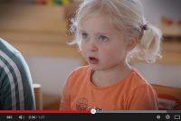 Filmke: master leart Frysk fan 'e bern