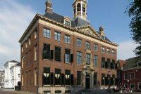 Ljouwert wol de Friezen, mar net it Frysk