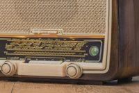 Stim op jim favorite Fryske Radioreklame! En meitsje kâns op in iPad