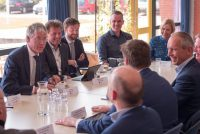 Minister Slob docht Skiermûntseach en Dockingakolleezje oan