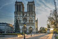 Friezinne makket brân Notre Dame mei