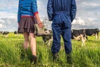 Teatrale presintaasje oer relaasje tusken boer en boarger