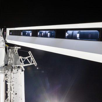 Bywurke: Crew Dragon ûnderweis nei ISS