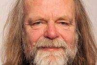 Dichter en skilder Bartle Laverman (72) stoarn