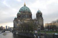 Tsientallen keunstobjekten yn Berlyn mei oalje bespuite