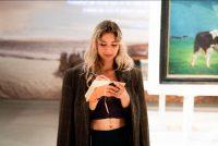 Jonge muzikanten meitsje fan keunst út it Frysk Museum in liet