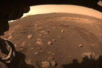 Marsrover Perseverance rydt earste meters