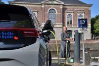 Mear laadpunten elektryske auto's yn Fryslân