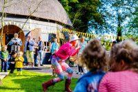 Tomkes jierdeifeestje: in slagge feest foar lyts en grut